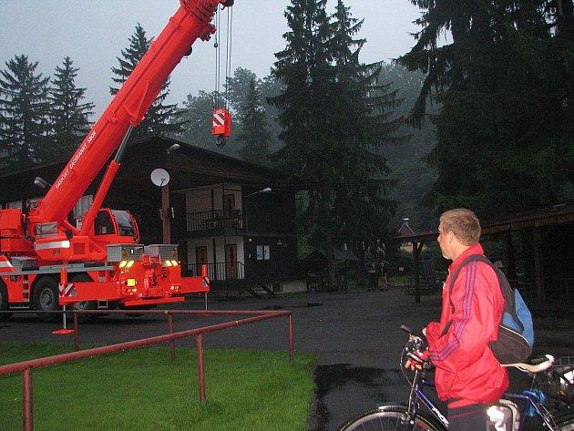 Ostravice - likvidace stromu po zásahu blesku