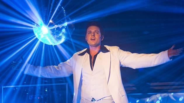 Ukázka z amerického muzikálu Horečka sobotní noci v režii a choreografii Jána Ďurovčíka.