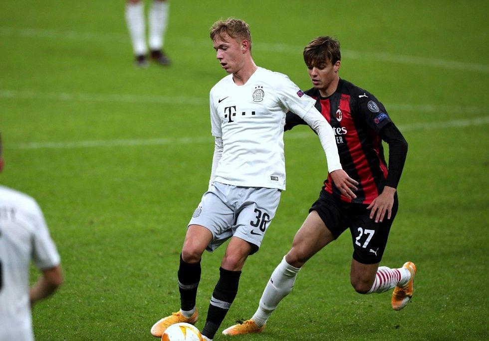 Adam Karabec v utkání Evropské ligy mezi AC Milan a AC Sparta Praha