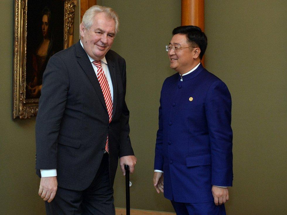 Chan Chauto, předseda představenstva čínské skupiny CEFC, prezident česko- čínské komory s Milošem Zemanem.