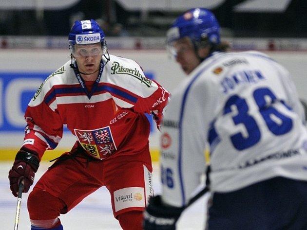 Martin Erat (v červeném) proti Finsku.
