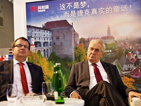 Jan Mládek a Miloš Zeman při návštěvě Číny.