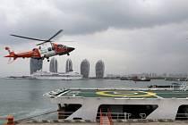 Pátrání po pohřešovaném letadle z Malajsie s 239 lidmi na palubě.