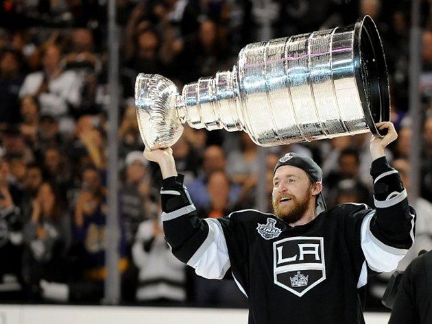 Trevor Lewis z Los Angeles slaví zisk Stanley Cupu.