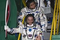 Posádka (ruský velitel Michail Ťurin, Japonec Koiči Wakata a Američan Richard Mastracchio)veze olympijskou pochodeň k Mezinárodní vesmírné stanici (ISS).
