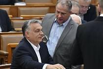 Vlevo maďarský premiér Viktor Orbán, vpravo poslanec Lajos Kósa
