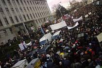Demonstrace zemědělců v Praze zablokovala přilehlé ulice.