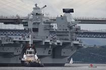 Británie představila svou největší válečnou loď HMS Queen Elizabeth