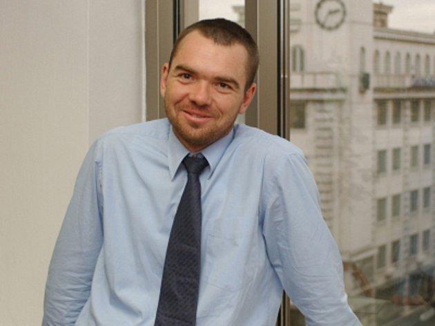 Bývalý předseda Asociace pro kapitálový trh ČR (AKAT) Josef Beneš bude od října pracovat pro jednu z největších evropských pojišťoven, italskou Generali.