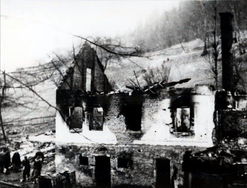 Trosky Juříčkova mlýna v Leskovci, vypáleného nacisty 2. dubna 1945