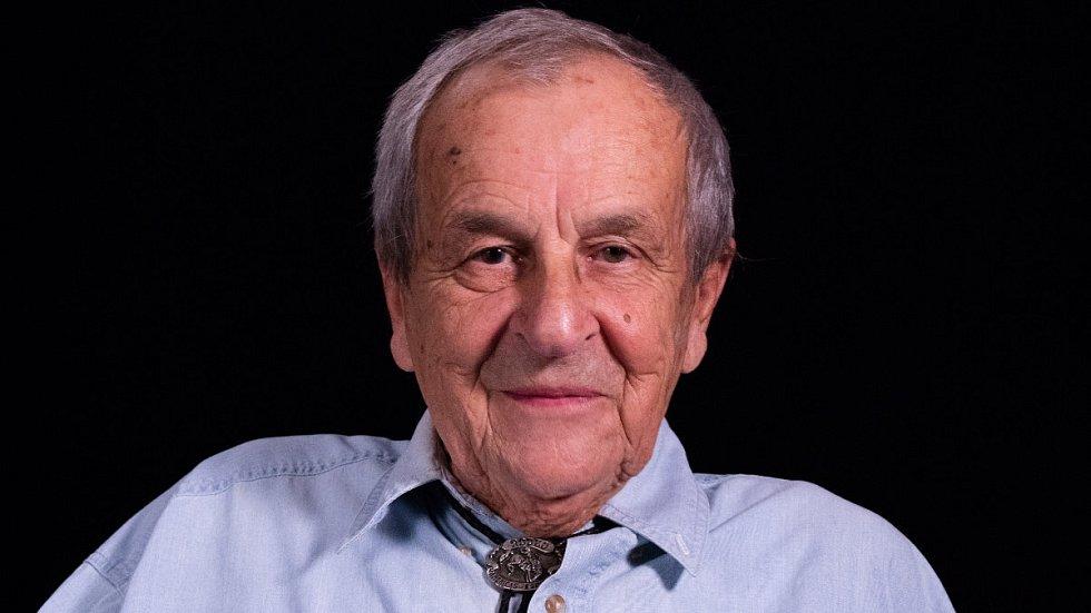 Karel Pfeiffer při natáčení pro Paměť národa v roce 2018.