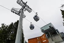 Kabinová lanovka na nejvyšší českou horu Sněžku. Ilustrační fotografie.