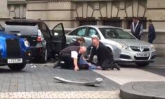 Útok před Přírodopisným muzeem v Londýně