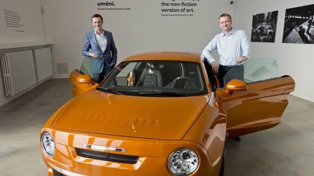 V pražském Centru pro současné umění DOX byla 15. dubna zahájena výstava R200 non-fiction. Designéři Petr Novague (vlevo) a Marek Hoffmann představili nový automobil inspirovaný československým vozem Škoda110 R.