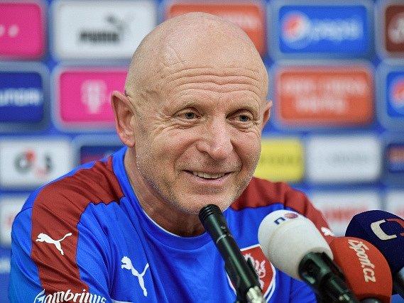 Trenér reprezentace Karel Jarolím na tiskové konferenci.