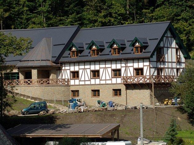 Kriminalisté protikorupční policie dnes zasahovali v Ludvíkově na Bruntálsku. Podle České televize se zajímali o penzion (na snímku ze 7. září 2010) senátora Jaroslava Palase.