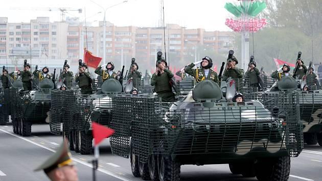 Vojenská přehlídka v běloruském Minsku