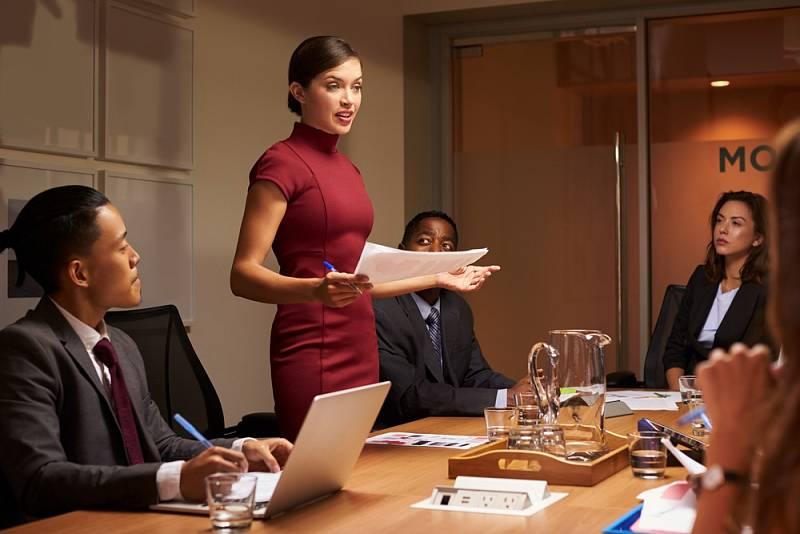 Někteří muži neskousnou, že je jejich manželka v práci úspěšnější než oni.