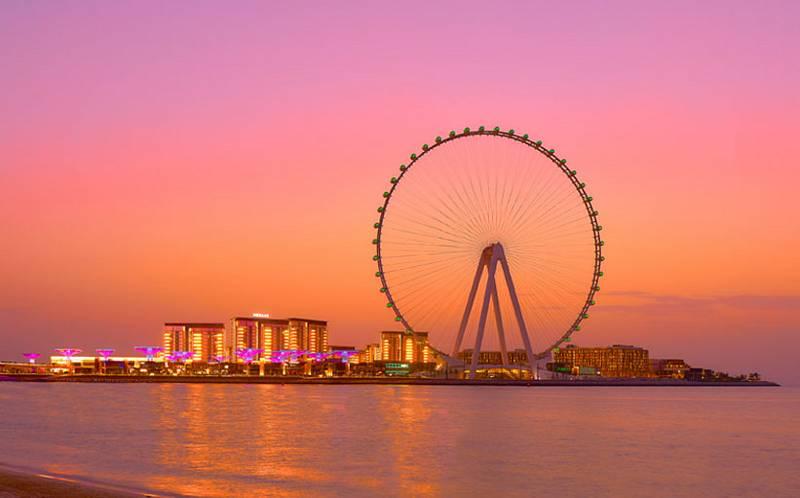Nové vyhlídkové kolo v Dubaji, Ain Dubai, je největším svého druhu na světě. Nabízí tři druhy kabin. Do každé se vejde čtyřicet lidí. Jedno otočení kola a tedy jedna jízda, trvá 38 minut.