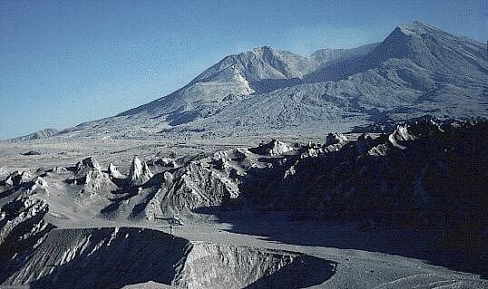 Hora svaté Heleny v září 1980. Na snímku je patrné její zhroucení po květnovém výbuchu