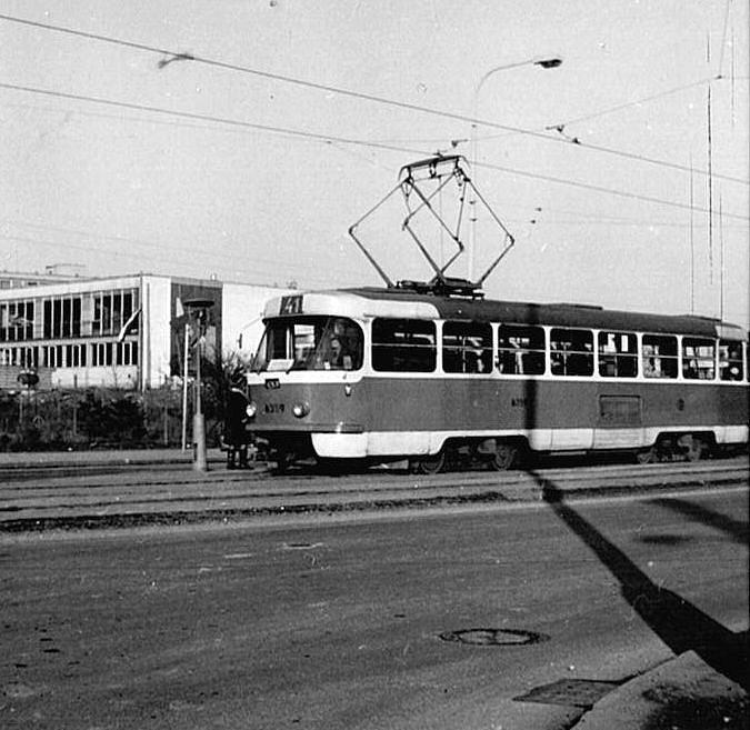 Každodenní praxí, která se zachovala až do dnešních dnů, bylo dojíždění hromadnou dopravou ze sídliště do centra za prací či do školy