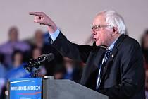 Berniemu Sandersovi je 74 let. Navzdory zralému věku je ale ve formě a ukazuje, že nepatří do starého železa.