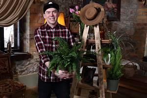 Do štaflových polic si můžete naskládat i květináče.