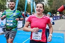 Desátý ročník běžeckého závodu Vokolo priglu ovládli Jiří Homoláč a Tereza Hrochová, mezi 2236 běžci dorazila do cíle i dvojnásobná mistryně světa v běhu na 800 metrů Ludmila Formanová. Foto: Monika Hlaváčová