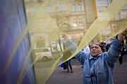 Demonstrace proti ruské intervenci na ukrajinském Krymu se uskutečnila 8. března na Václavském náměstí v Praze.