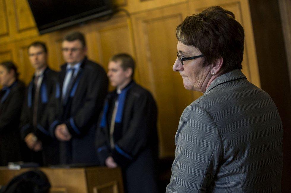 Krajský soud v Praze vynesl 7. dubna první rozsudky v části kauzy bývalého poslance a středočeského hejtmana Davida Ratha a dalších deseti obžalovaných ve věci údajné korupce.  Ivana Salačová