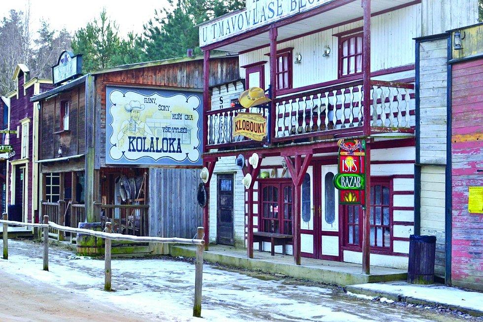 Westernové městečko Boskovice se nachází v bývalém pískovcovém lomu a návštěvníkům nabídne množství atrakcí, představení a služeb včetně ubytování.