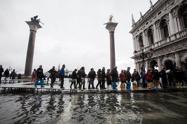 Záplavy nezáplavy, turisté míří do města každý den.