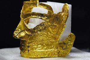 V Číně objevili zlatou masku starou tři tisíce let
