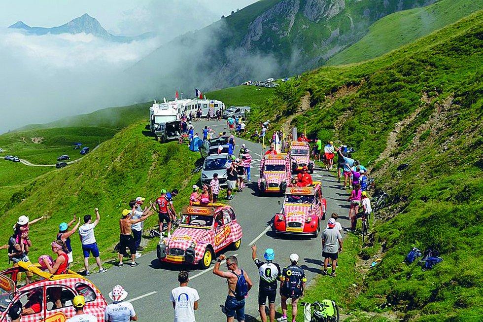Col d'Aubisque. Horský průsmyk leží v pohoří Pyreneje. Vrchol s 1709 metry přejížděli hned několikrát závodníci při Tour de France, třikrát na něm byl i cíl etapy tohoto závodu.