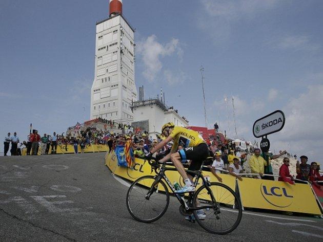 Christopher Froome vyhrál patnáctou etapu Tour de France s obávaným stoupáním na Mont Ventoux.