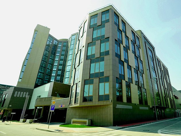 BEZ POVOLENÍ. Načerno se začal stavět i velký bratislavský hotel Double Tree Hilton. Povolení úřadů získal až dodatečně.