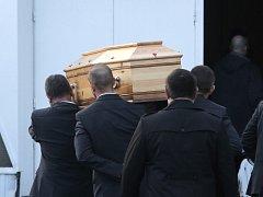 V městečku Pontoise u Paříže se uskutečnil pohřeb slavného karikaturisty a ředitele satirického týdeníku Charlie Hebdo Stéphanea Charbonniera, přezdívaného Charb.