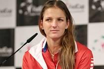 Karolína Plíšková během losu semifinále Fed Cupu proti Švýcarsku.