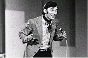 První Slavík. V roce 1964 se Karel Gott poprvé stal nejpopulárnějším zpěvákem.