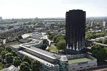 Následky tragického požáru londýnského bytového domu Grenfell Tower v Londýně.