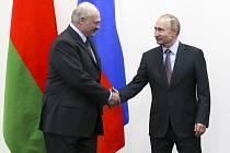 Prezidenti Ruska a Běloruska Vladimir Putin (vpravo) a Alexandr Lukašenko v Soči