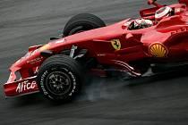 Kimi Räikkönen a jeho rudé Ferrari.