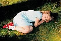 ČERVENÁ TEREZKA. Mária Procházková představila svůj film o holčičce promítající své rodinné radosti a strachy do oblíbené pohádky. Terezku si zahrála Dorotka Dědková (na snímku).