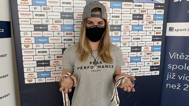 Lyžařka a snowboardistka Ester Ledecká 23. dubna 2020 formou videokonference představila novinářům plány na letní přípravu.