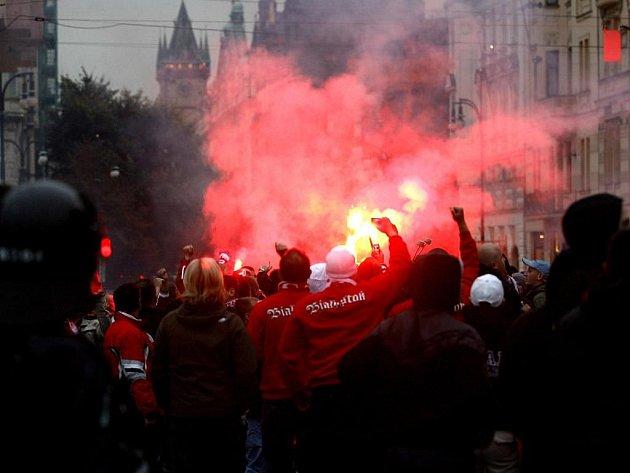 Pořádně rušno bylo díky stovkám Poláků i pražských ulicích.