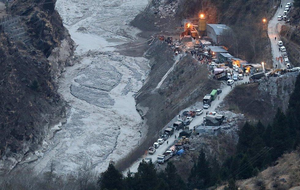 Odlomený kus ledovce způsobil v Indii bleskové záplavy. Zemřely desítky lidí