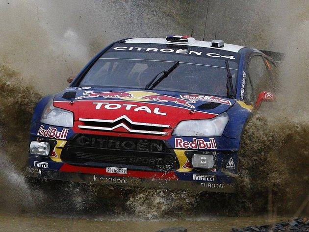 Sébastien Loeb na trati Britské rallye.