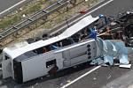 Osm mrtvých a přes čtyřicet zraněných si v sobotu ráno vyžádala havárie českého autobusu brněnské cestovní kanceláře ve středním Chorvatsku.