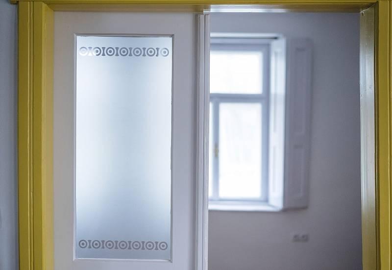 Při zařizování interiéru Petra Kocourková důsledně využívala původní zařízení.
