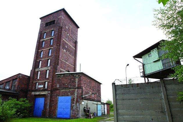 Drtírně uranové rudy se říkalo věž smrti.